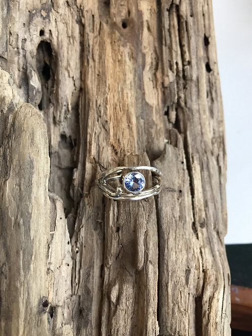 Organic wire ring in Sterling with sapphire