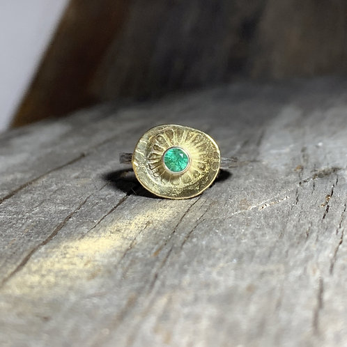 Sun Disc ring with Emerald