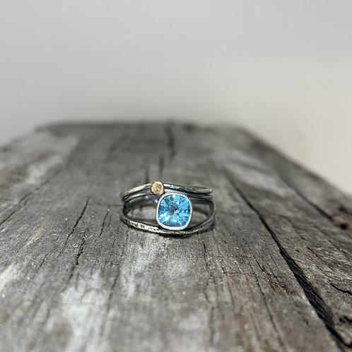 "Neon Blue Apatite Ring with gold ""Sun"""