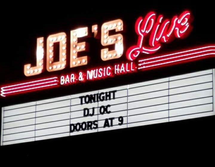 Joes Live sign