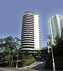 Área total construída: 18.000 m2