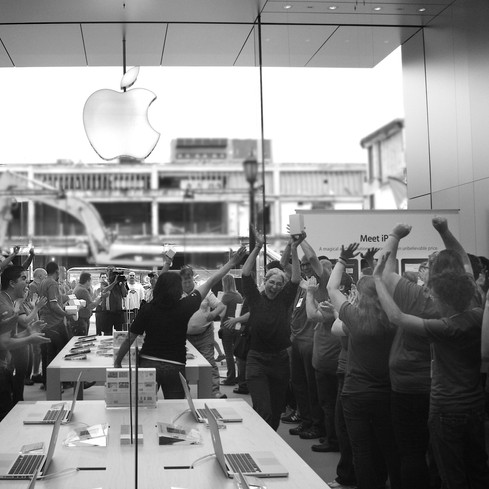 Apple Store Uptown Grand Opening