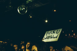 will wood tapeworms fan crowd sign