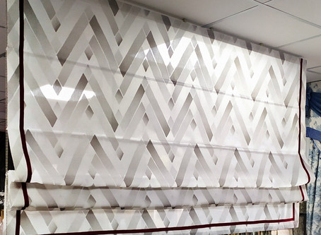 Насыщенный цвет стен - геометрия в римке