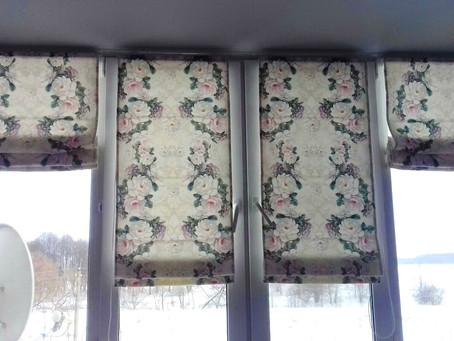 Римские шторы и цветы