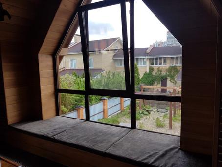 Зона отдыха у окна - это новая мода
