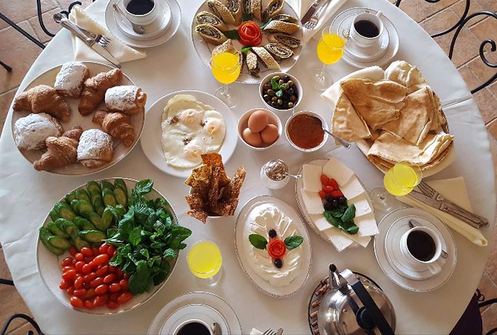 en-hotel-en-beirut-desayunos-abundantes-en-el-quartier-suisse