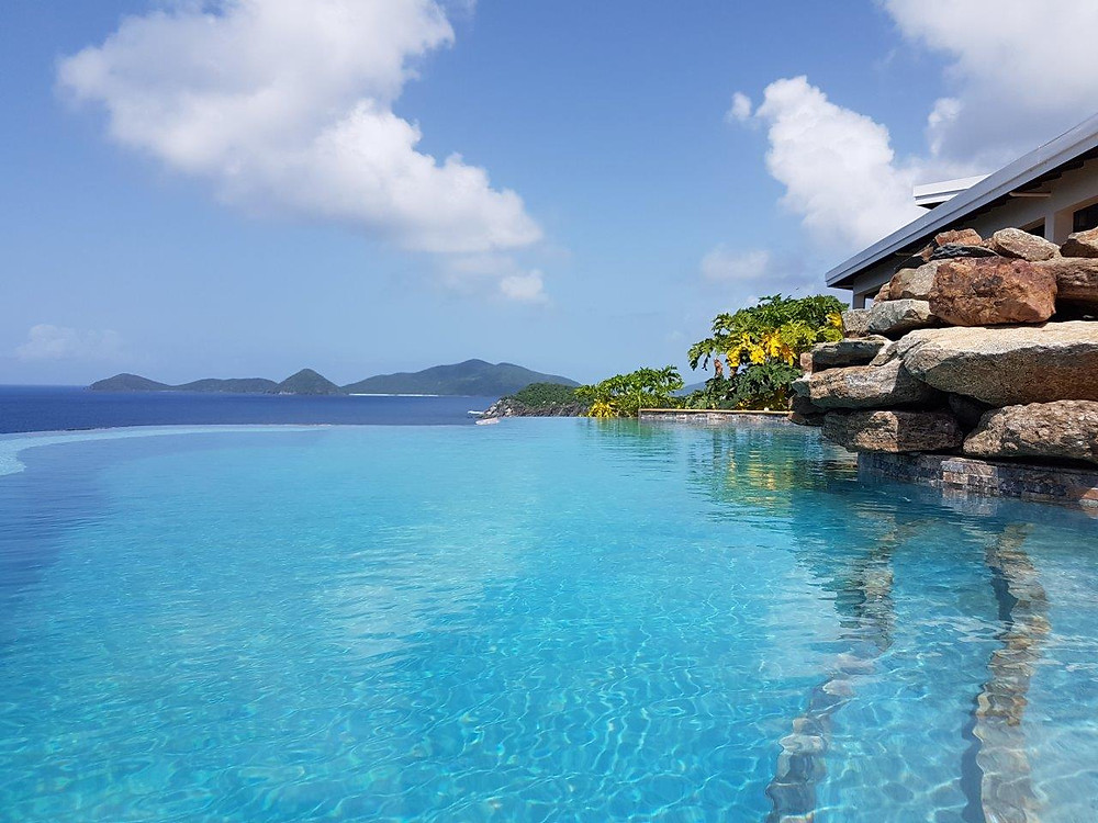 looking from the pool to the azur sea