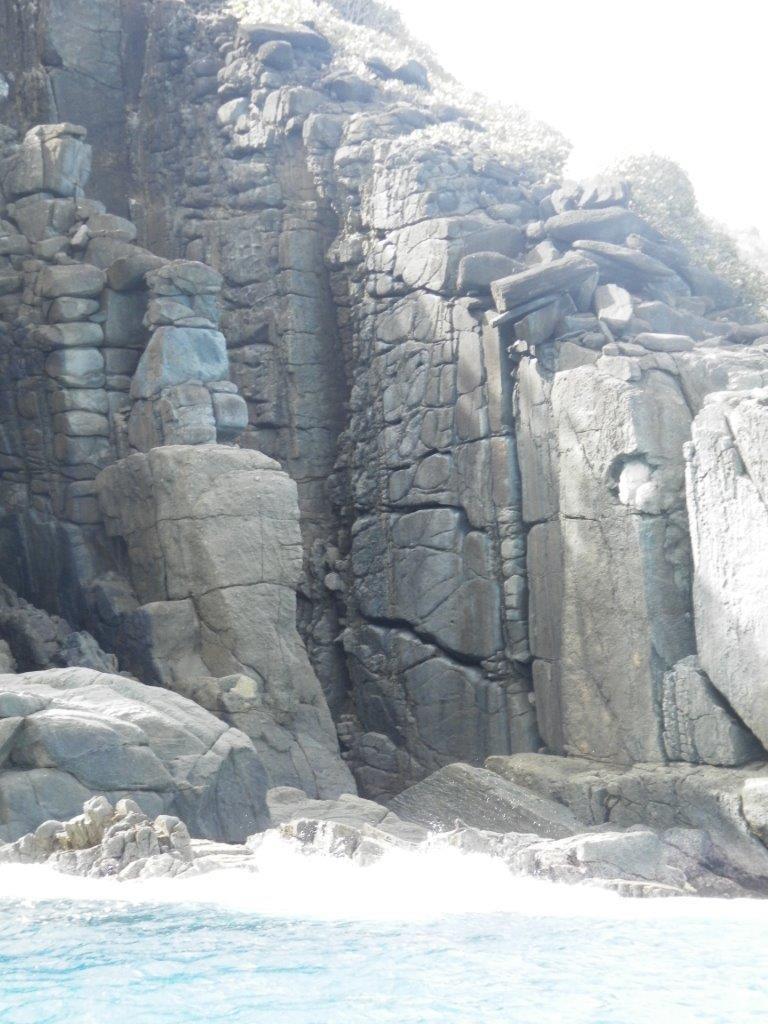 Les îles vierges britanniques  - le mystère du chat qui garde cette propriété d'un oeil ferme.