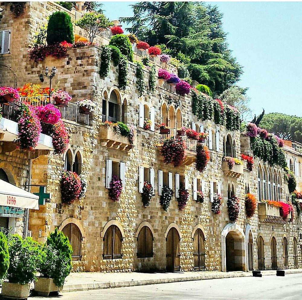 Survivre-au-chaos-au-Liban-les-balcons-en-fleure
