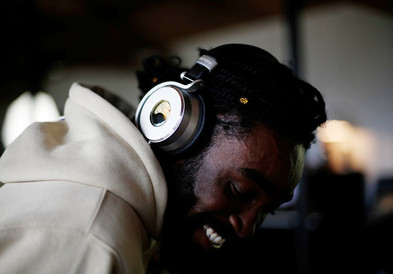 Meters 主動降噪藍牙耳機沈浸在音樂世界