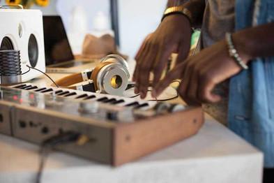 Meters 主動降噪藍牙耳機40年音樂舞台淬煉