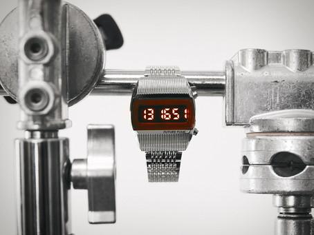 2021 年底最新發表,復刻70年代蘇聯LED錶