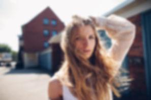 Modefotografie von Pascal Mühlhausen. Frau on Location. Fotografenmeister werden in Kiel. Photo+Medienforum Kiel