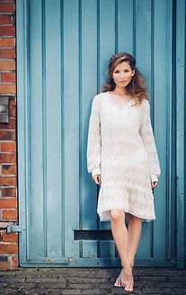 Modefotografie von Pascal Mühlhausen. Frau on Location. Posing urban. Fotografenmeister werden in Kiel. Photo+Medienforum Kiel