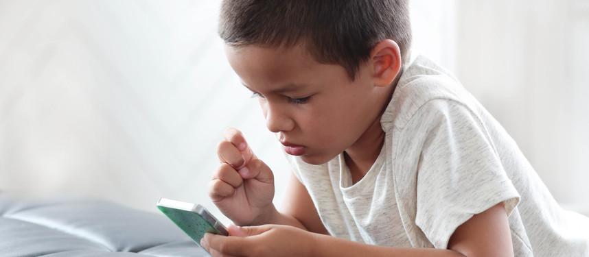 Aplicativo gratuito vai auxiliar a alfabetização de crianças surdas