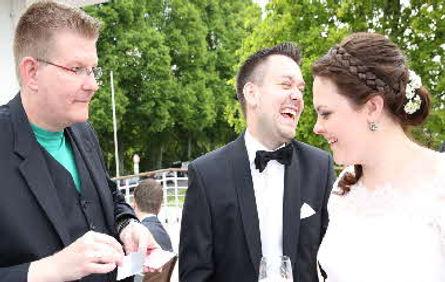 Hochzeit-Empang-draußen-Spiel-Zauberer
