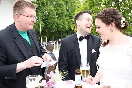Zauberer-Hochzeit-Idee-draußen-Empfang