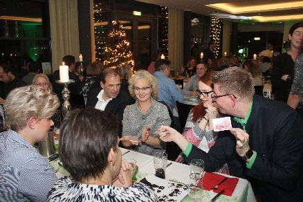 Zauberer-Betriebsfest-Weihnachten-Dibowski-Tisch