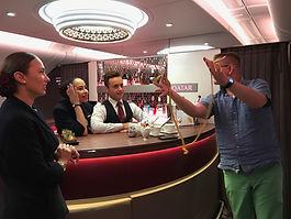 Sie fliegen in einer Privatmaschine mit Freunden oder Geschäftspartnern und suchen nach einer Unterhaltung für einen längeren Flug? Marc Dibowski ist der Zauber-Kommunikationsprofi für Ihre Gäste an Bord. TischZauberKunst live.