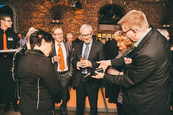 Tischzauberer Marc Dibowski beim Empfang einer Hochzeitsfeier