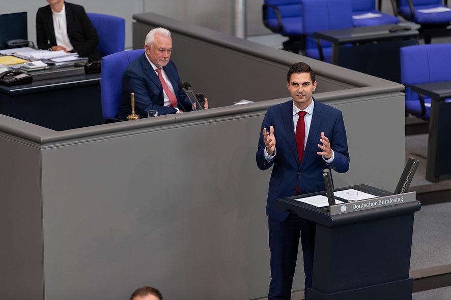 Sepp-Müller_Plenum.jpg