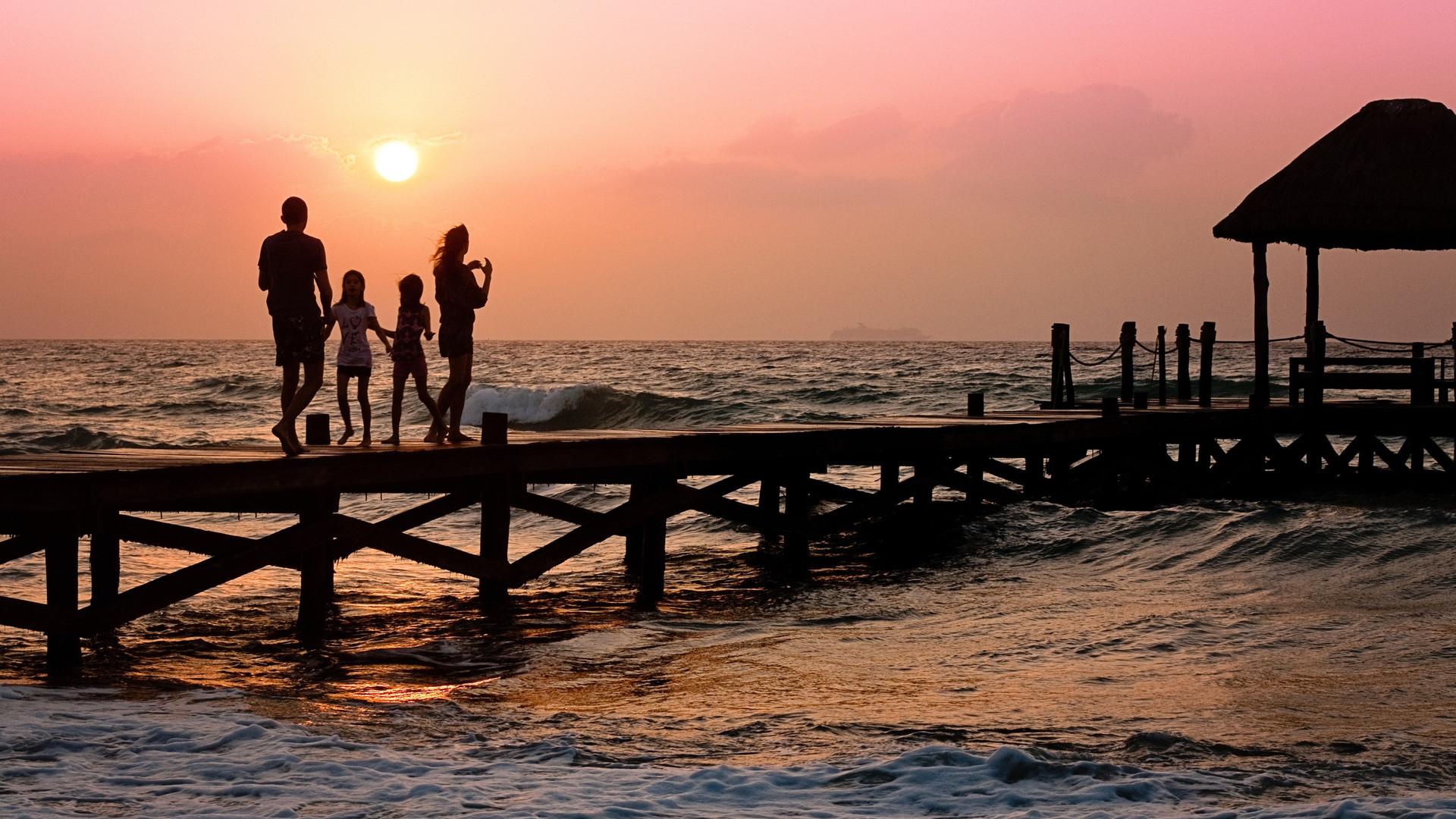 beach-children-family-39691.jpg