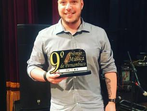 Thiago Kehrle recebe prêmio de Melhor CD MPB - Cantor