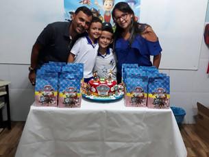 Aldo e Rosário brindam o niver do filho Samuel