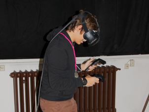 Valentin probiert TiltBrush aus auf dem Multimediafestival mb21