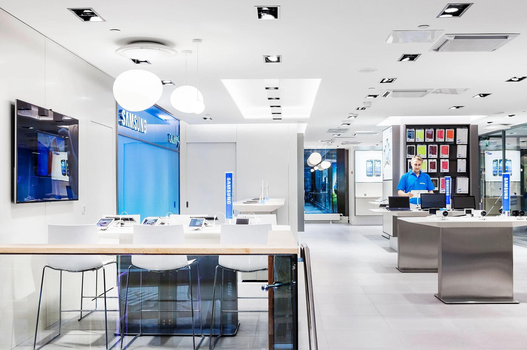 Samsung - Flagship Store Adaptations