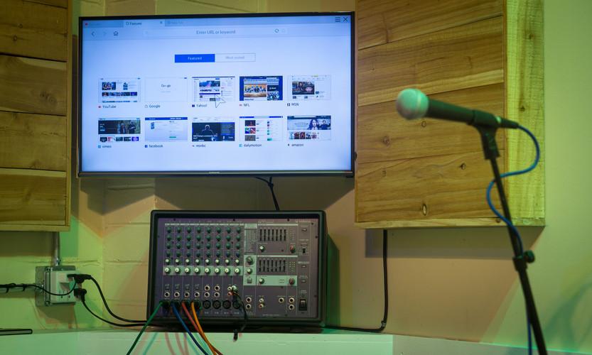 Smart TV & Yamaha EMX 2125 PA System