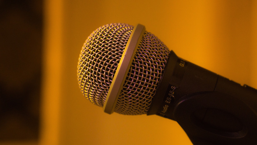 4 Microphones Included