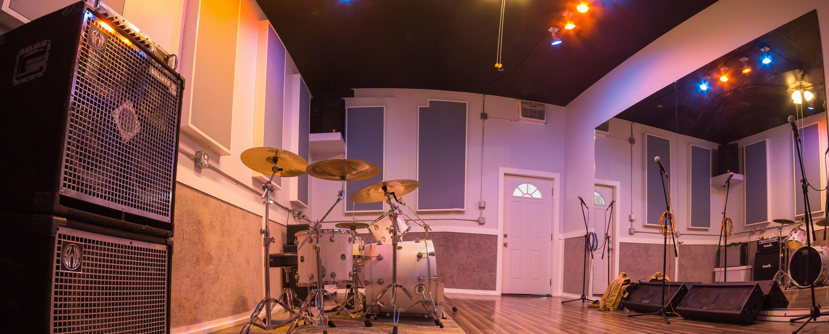 Full wall of mirrors in Studio B