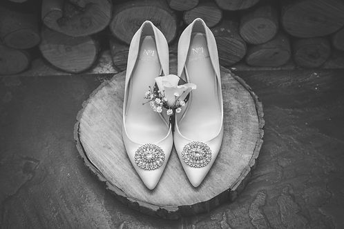 wedding shoes, country wedding, east sussex wedding photographer, hampshire wedding, bride, wedding photographer