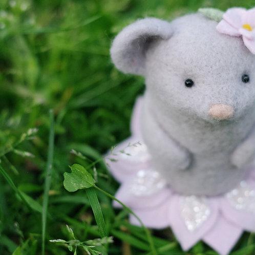 BABY de printemps souricette grise 🐭🌸