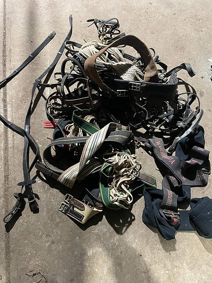 QUANTITY OF SADDLES AND HORSE GEAR