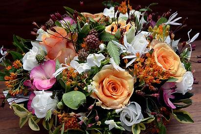 floral-arrangement-1514275_1920-min.jpg