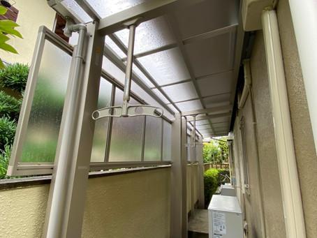 【施工事例】裏口外に洗濯物を干せるテラス屋根設置(箕面市)