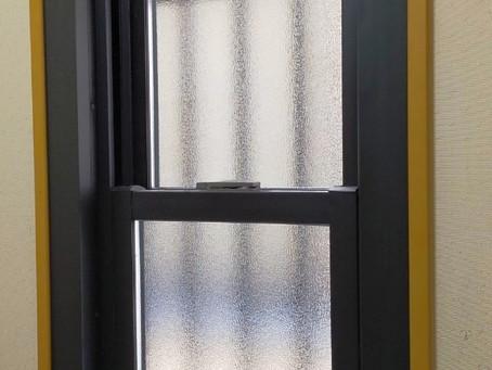 【施工事例】隙間風の多いジャロジー窓を交換(大阪市)