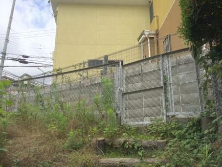 【施工事例】箕面市O様邸にて家裏のフェンスを交換し防犯対策
