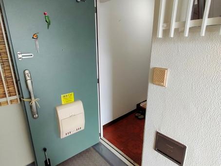【施工事例】玄関ドアに横引き網戸を付けて換気(豊中市)