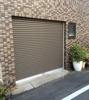 【施工事例】駐車場の手動シャッターを電動シャッターに交換