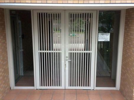 【施工事例】マンション共用部入り口のドアを交換(吹田市)