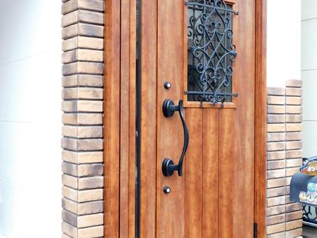 【施工事例】洋館のような素敵な木目ドア(東大阪市)