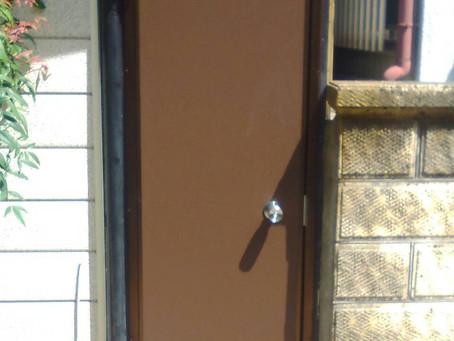 【施工事例】裏口の木製ドアがきれいに(豊中市)
