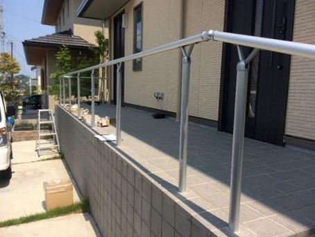 【施工事例】玄関前に子供の落下防止で手すりを設置(箕面市)