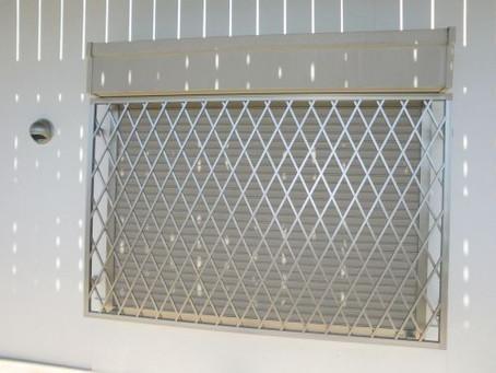 【施工事例】シャッター付の窓に面格子を設置しました