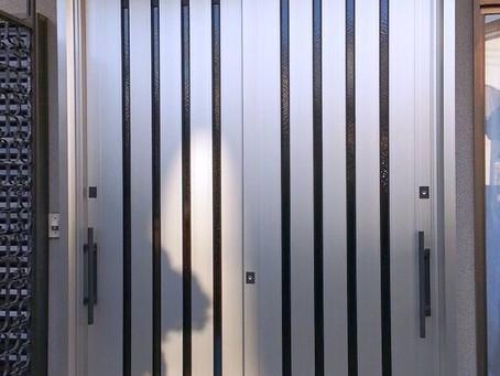 【施工事例】現代風デザインの引戸に交換、まるで別の家みたい!?(和歌山市)
