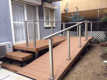 【施工事例】障がい者施設で車いすの通れるスロープ付きリウッドデッキを設置